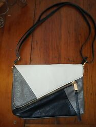NWOT Jessica Simpson Handbag Crossbody Clutch Ivory Black Pewter Bag. O 6 $32.79