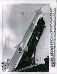 1962 Press Photo An Army 3-stage Nike Zeus Antimissile Missile Stands On Its