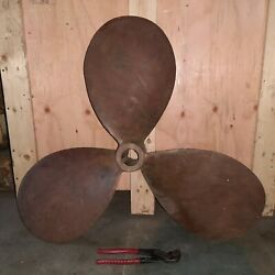 Propeller For Boat 33 Inch Bronze 3 Blades 35 Kg - Old And Used Good