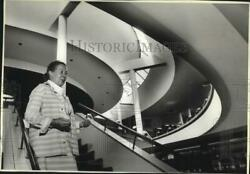 1980 Press Photo Elissa Aalto at Mount Angel Abbey library oro04349