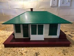Lionel 132 Illuminated Passenger Station With Automatic Train Control