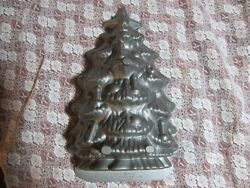 Nordic Ware Christmas Tree Cake Pan, Heavy Cast Aluminum 4.5 Cups Made In Usa