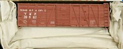 Ho Scale - Accurail 4512 Texas And Pacific 40' Wood Boxcar 30467 - Kit