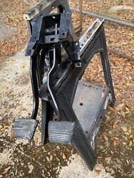 69 70 71 72 73 74 75 76 77 78 79 80 81 Corvette Clutch And Brake Pedals Assembly