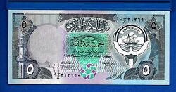 Kuwait P-14 5 Dinar Year 1980-1981 Uncirculated Currency