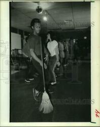1985 Press Photo Teen Dances With Broom At Off The Streets Houston Dance Club