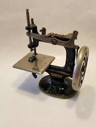 Antique Singer Childs Toy Hand Cranked Sewing Machine Cranks Bobbin Up And Down