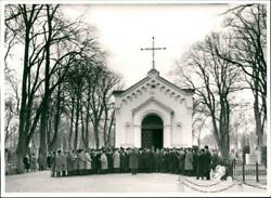 Orphei Drandaumlngar Conditions Sings At Uppsala Cemetery - Vintage Photograph 2482962