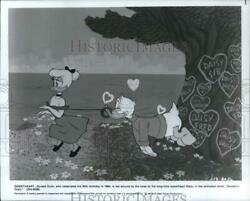 1984 Press Photo Daisy Leads Donald Duck Around On Leash In Donaldand039s Diary