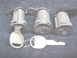 Nos Amc Jeep Tailgate And Door Locks With Jeep Logo Keys 1980 - 1992