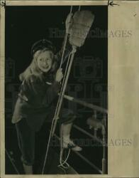 1945 Press Photo Young Barbara Froemming Hoisted The Victory Signal A Broom