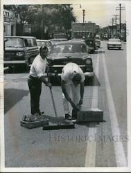 1962 Press Photo Pardon My Broom Handle Is What This Busy Sweeper May Have Been