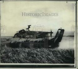 1966 Press Photo Usnand039s Pacv Rides On British Hovercraft Searches For Enemy