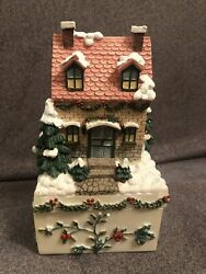 Pfaltzgraff Winterberry Trinket Box With Snow Covered House