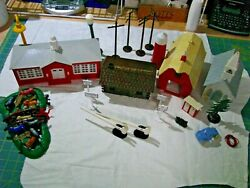 Lionel 'o' Gauge Plastic Buildings And Accessories Lot