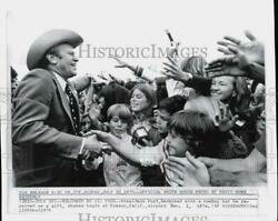 1974 Press Photo President Ford Greets Children At Airport In Fresno, California