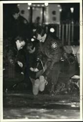 1987 Press Photo Police Officers Apprehend Suspect Involved With David Clark