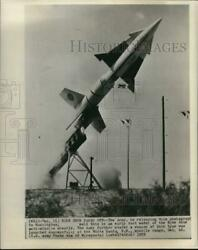 1959 Press Photo Test Model Of Nike Zeus Anti-missile Missile Launched