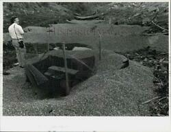 1989 Press Photo Wetlands Official Michael Aurelia At Weigh Station Site In Ct