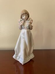 Lladro Porcelain Figurine 7603 Spring Bouquet Girl Carrying Flowers