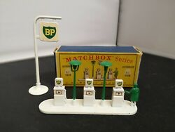 T561-matchbox Accessory Pack A-1 Bp Garage Pumps And Sign With Original Box.