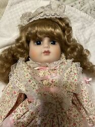"""Schmid Porcelain Musical Doll """"you Are The Sunshine Of My Life"""" - 559-019"""