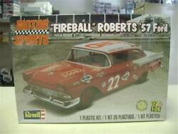 Revell 4024 Fireball Roberts And03957 Ford Model Kit