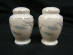Valmont Royal Wheat Salt And Pepper Shakers Set Mint Condition Ships Free