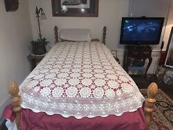 Vintage Crochet Bed Cover Spread Coverlet White Circles Scalloped 80x52 Twin