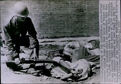 Lg806 1950 Wire Photo Victims Of Red Slaughter American Soldier Examines Body