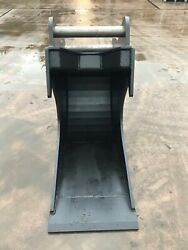 Digger Bucket S70 Hitch 24 Inches Wide