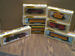Bachmann Ho Train Set Vintage Engine And Railcars And Caboose Union Pacific Rr