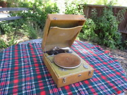 1930's-1940's Boetsch Bros. Record Player 78 Rpm Records
