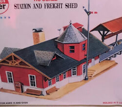 Ho-scale Kit 427 Station And Freight Shed By Model Power, Factory Sealed N.o.s.