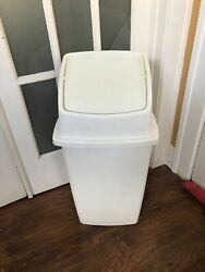 Vintage Rubbermaid 32 Tall Kitchen Cream/tan Swing Top Trash Can
