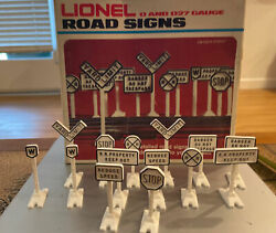 Lionel O/o27 Road Signs 6-2180 - Used