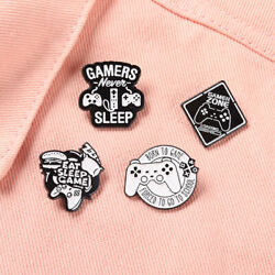 Personalized Black And White Game Handle Brooch Backpack Badge Enamel Pin Badge