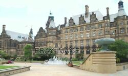 Photo Sheffield - S1 City Centre The Peace Gardens At The Side Of The Town Ha