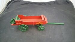 N I New Idea Horse-drawn Spreader 1/16 Diecast Farm Implement Scale Models