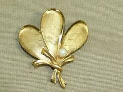 Vintage 60s BSK Textured Gold Tone Leaves in Bow w Genuine Pearl Pin Brooch