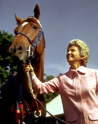 Secretariat With Penny Chennery Photo 8 X 10 - 24 X 30