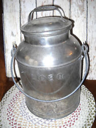 Hard To Find Vintage Farmers Dairy Milk Can Liq 8 Qt  Price Reduced