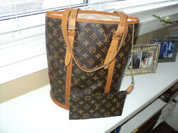 AUTHENTIC LOUIS VUITTON MONOGRAM GM BUCKET TOTE WITH COSMETIC BAG