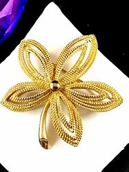 Perfect Fall 1960andrsquos Crown Trifari Goldtone Rope Finish Floral Leaf Design Brooch