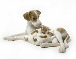Porcelain figurine * Pointer bitch & pups *. Denmark Bing & Grondahl #2111.