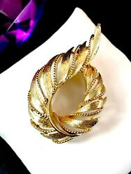 Perfect For Fall 1960and039s Lisner Gold-tone Rope Finish Floral Leaf Brooch Pin