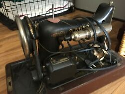 Vintage Singer Sewing Machine 1920's With Wood Case. Maintained And Runs Perfect