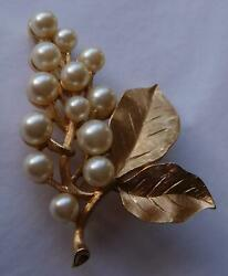 VINTAGE Trifari Pearl and Leaf Brooch Pin in Perfect Condition