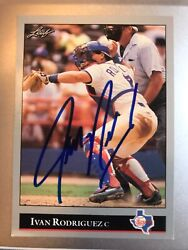 1992 Leaf Black Gold Ivan Rodriguez, Texas Rangers 194 With Hand Signed