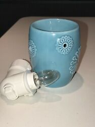Scentsy Warmer Plug In RETIRED Dandy Turquoise. Used Excellent Condition.